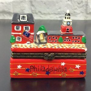 Philadelphia Pilly Porcelain Hinged Trinket box